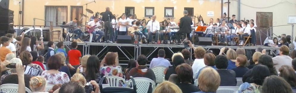 Mimmo Cavallaro ospite del concerto di fine anno dell' IC di Caulonia