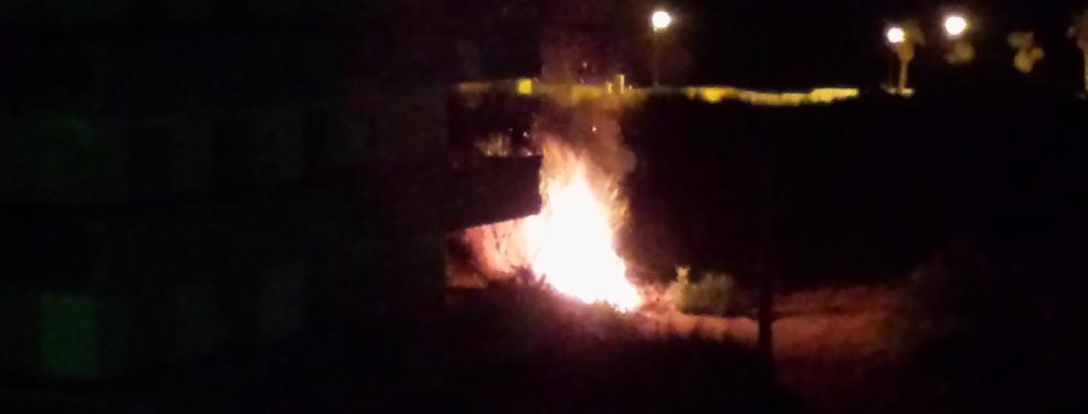 Atti vandalici nella notte a Caulonia: appiccato un incendio