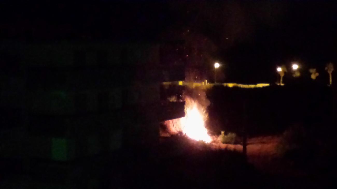 Sorpreso ad incendiare sterpaglie, scatta la denuncia per un calabrese