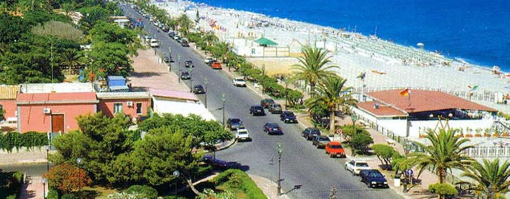 Siderno: interdetto al traffico il Lungomare delle Palme fino al 31 Agosto
