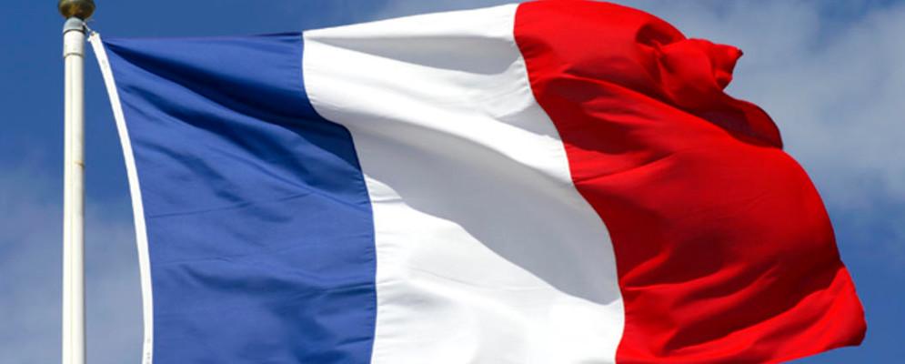 Il Comune di Locri illuminato dai colori della Francia