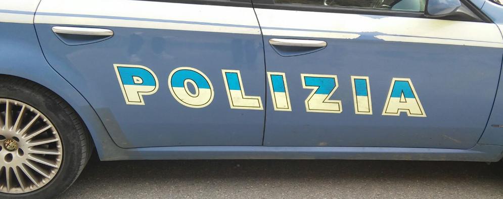 Rubano infissi in alluminio presso area portuale, 4 arresti