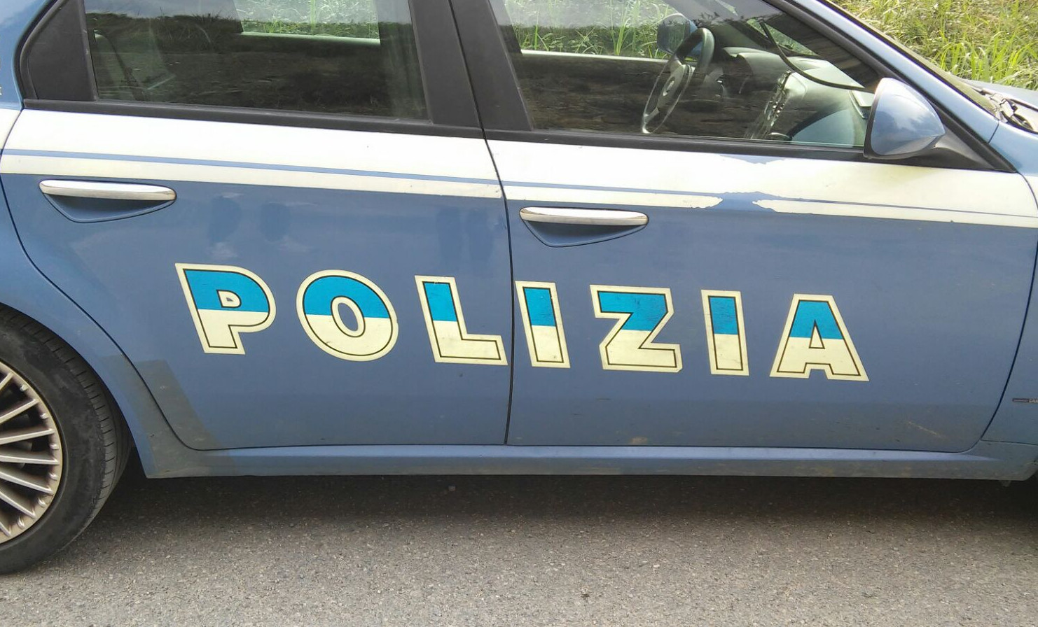 Poliziotto salva la vita ad una bimba