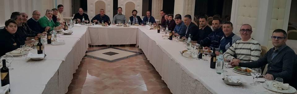 La foto del giorno: l'US Gioiosa a cena insieme