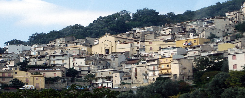 Sant'Ilario dello Ionio difende la Caserma dei Carabinieri