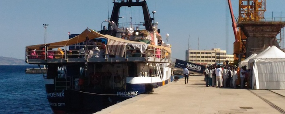 A Reggio Calabria nave con 366 migranti a bordo