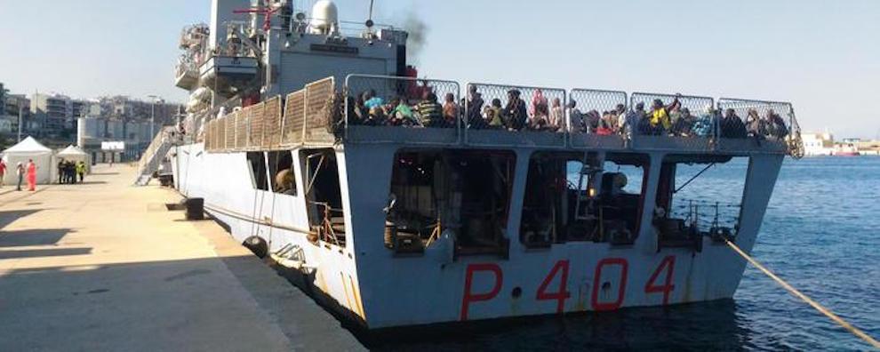 Migranti: a Reggio Calabria nave Marina con 729