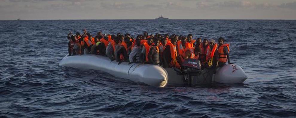 Migranti: in 622 sbarcati a Vibo Valentia, 100 minori. Fermati due presunti scafisti