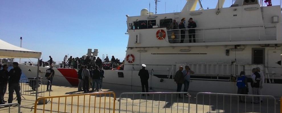 Fermato scafista dopo sbarco a Crotone