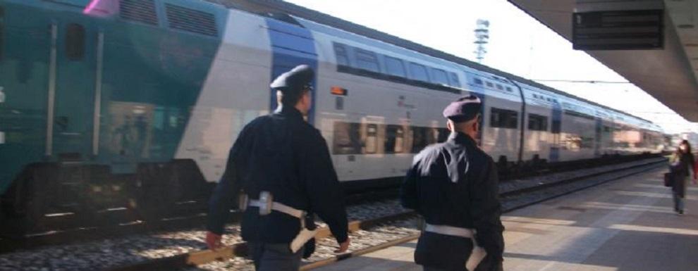 Agenti di Polizia Ferroviaria salvano una ragazza colta da crisi epilettica