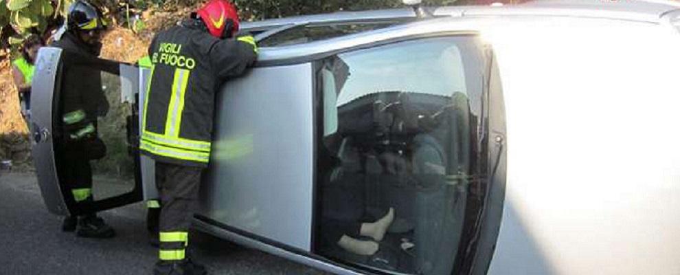 Incidente stradale a Siderno, intervento dei vigili del fuoco