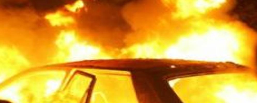 Esplode una bomba carta nei pressi di un'auto: indaga la polizia