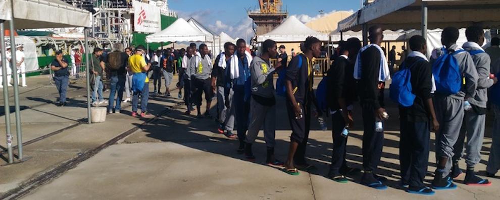 Migranti: 814 sbarcati a Reggio. Uno ferito da arma da fuoco