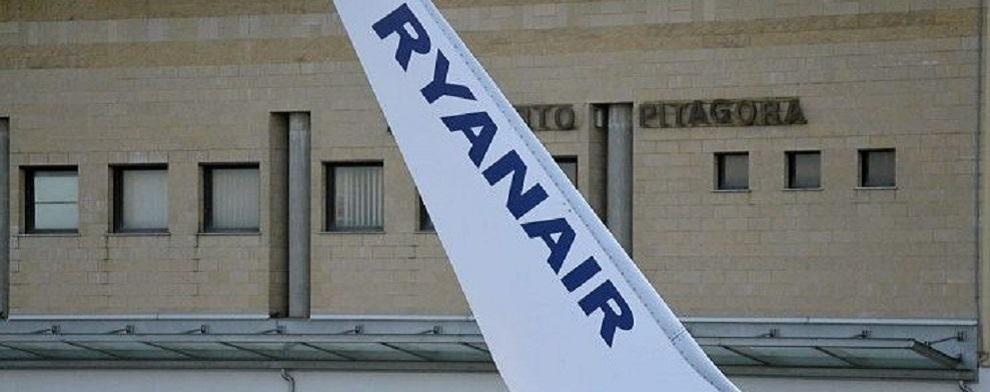 Chiude da domani il terzo aeroporto della Calabria, Crotone. Ryanair pronta a ripartire