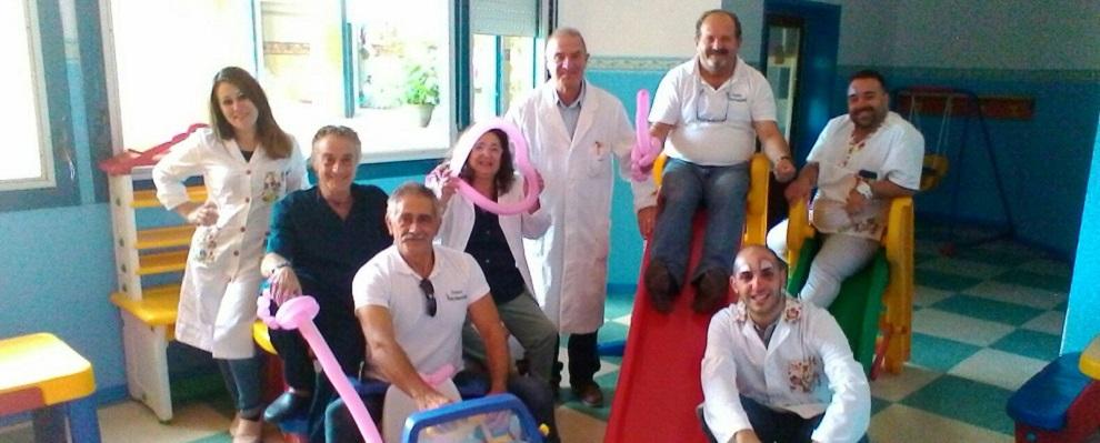 Locri: giornata di vaccinazioni colorata con la presenza di clown