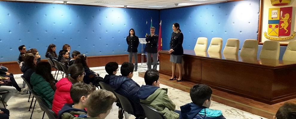 """Gli studenti dell'I.C. """"Carducci –V. Da Feltre"""" di Reggio Calabria in visita in Questura"""