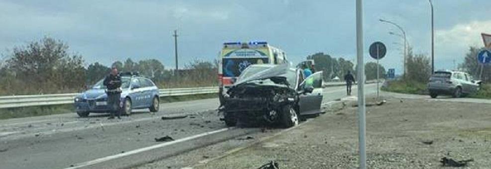 Ennesimo incidente sulla statale 106. Quattro feriti