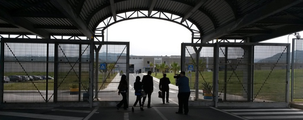 Reggio Calabria, sventata attività illecita: Detenuti maceravano frutta per distillare grappa