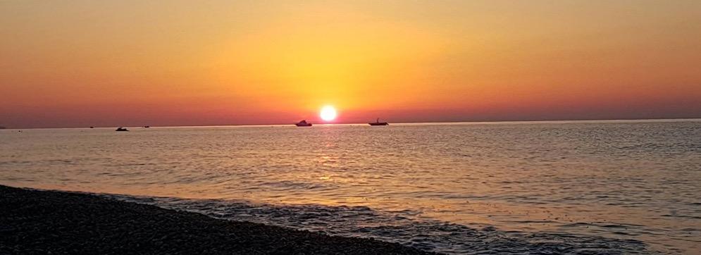 Le riflessioni e le proposte di EnergieCondivise sul mare della Locride