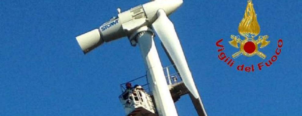 Operai bloccati su pala eolica, salvati da Vigili del Fuoco