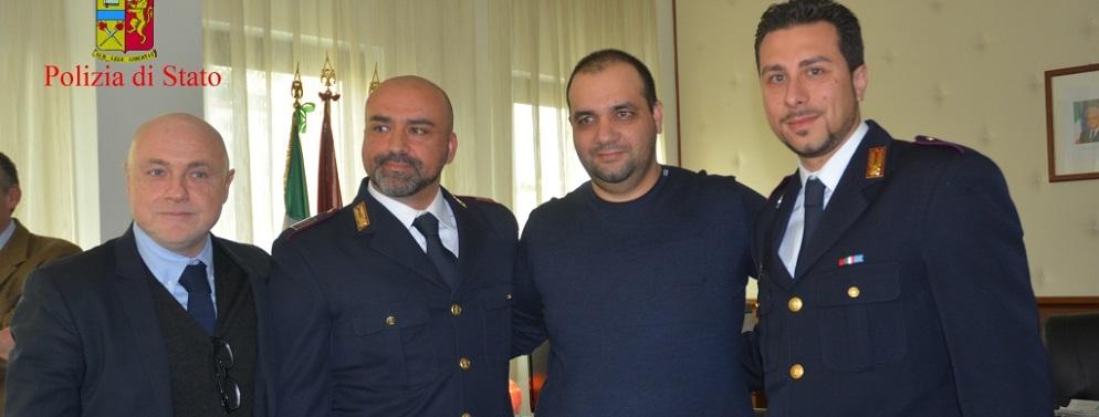 Soccorso e salvato dalla Polizia di Stato lo scorso 18 agosto.  Incontra in Questura gli Agenti intervenuti che gli salvarono la vita