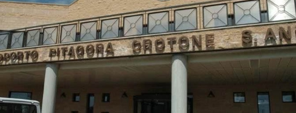 """'Ndrangheta, l'aeroporto di Crotone e il """"controllo"""" dei clan per il narcotraffico"""