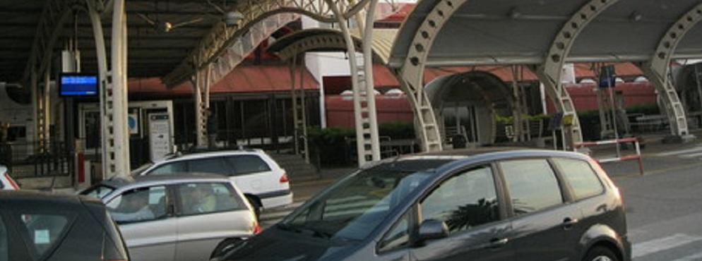 Fa degli acquisti con una carta di credito rubata all'aeroporto di Lamezia, rintracciato e denunciato
