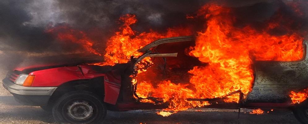 Calabria: nella notte bruciano 10 auto nel parcheggio di una concessionaria
