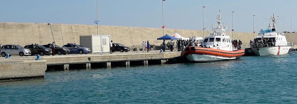 In corso sbarco migranti a Roccella Ionica