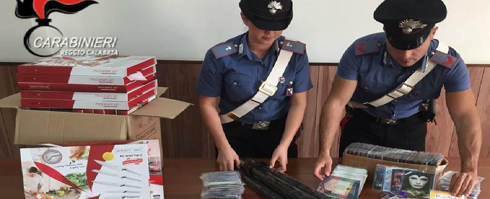 Vendevano CD e DVD falsi, arrestate due persone a Villa San Giovanni