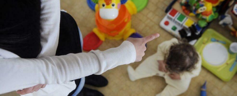 Maltrattavano bambini all'asilo, due maestre sospese