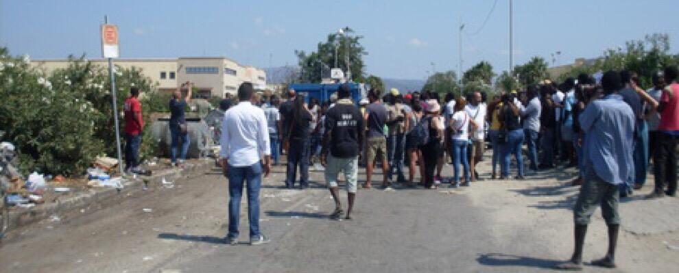 Violenza a San Ferdinando, troupe di La7 aggredita durante un reportage