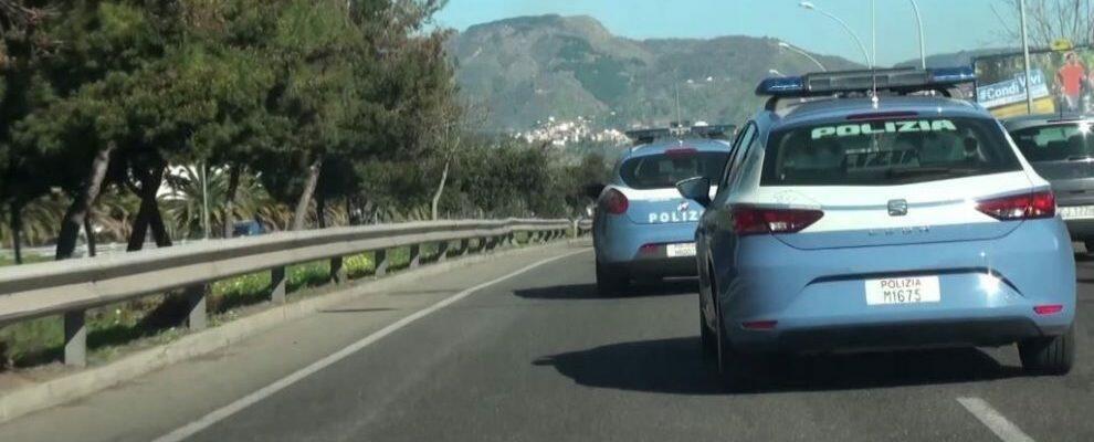 Vede guidare da uno sconosciuto la propria auto rubata e chiama la polizia che arresta un pregiudicato