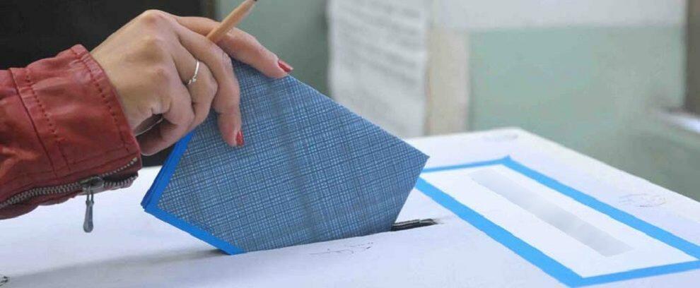 Elezioni Comunali, affluenza ore 12: i gioiosani hanno votato più dei locresi