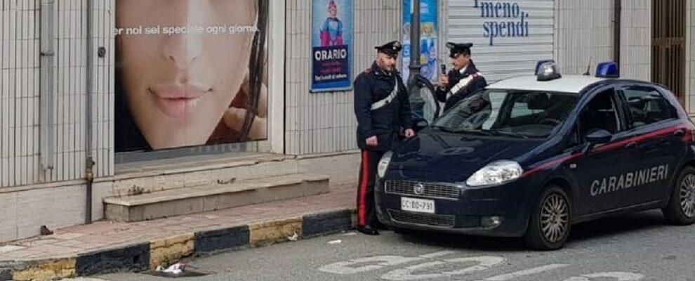 Sorpreso nella notte mentre tentava di derubare un negozio, arrestato un pregiudicato