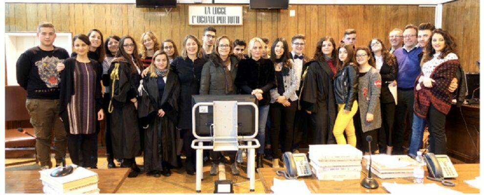 """""""Progetto Ciak"""" gli alunni dell'Alberghiero di Locri simulano un processo sul cyberbullismo"""