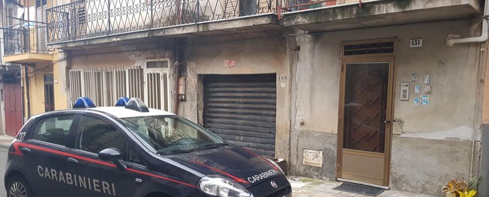 Panico a Cinquefrondi: donna si barrica in casa minacciando il suicidio,  i carabinieri sventano il dramma