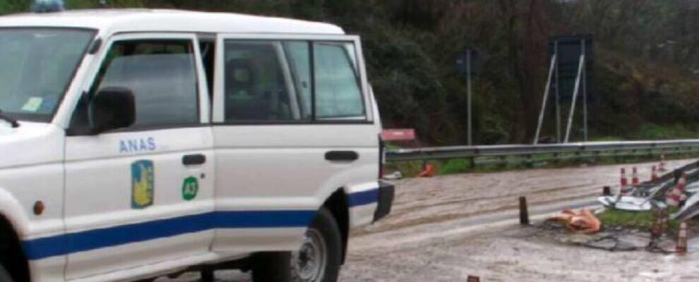 Schianto tra due auto in Calabria, 2 feriti