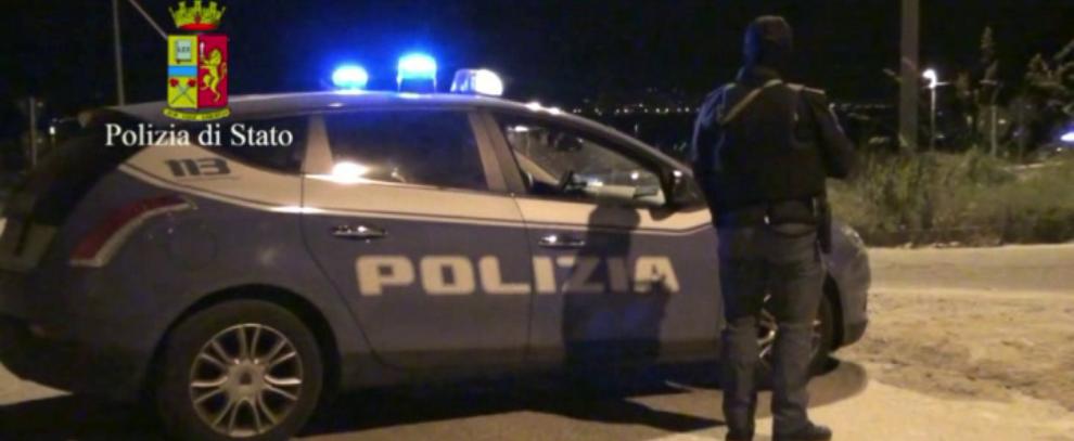 Calci e pugni a poliziotti per evitare l'arresto, in manette due pregiudicati