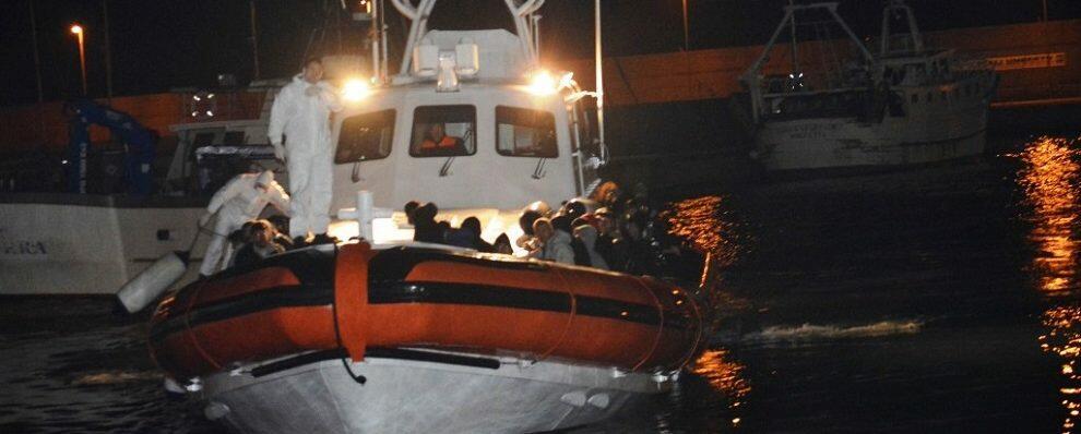 Sbarco nella notte a Crotone, in 73 a bordo di un'imbarcazione