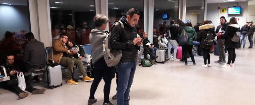 Problemi tecnici ad aereo Ryanair, bloccate a Lamezia delegazioni Recosol-Comune di Gioiosa
