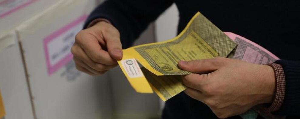 In Calabria 390 candidati per l'elezione di 20 deputati e 10 senatori