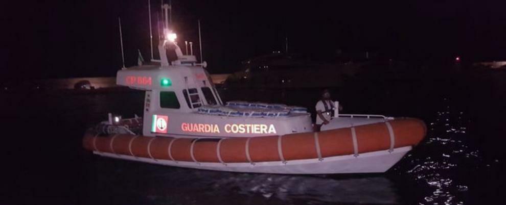 Dramma in mare: barca si ribalta, muore mentre tenta di tornare a riva