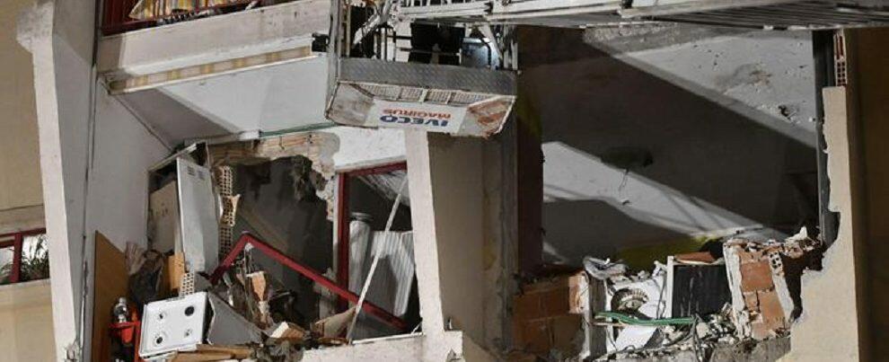 Tragedia in Calabria, esplosione in un appartamento: 2 morti e 4 feriti