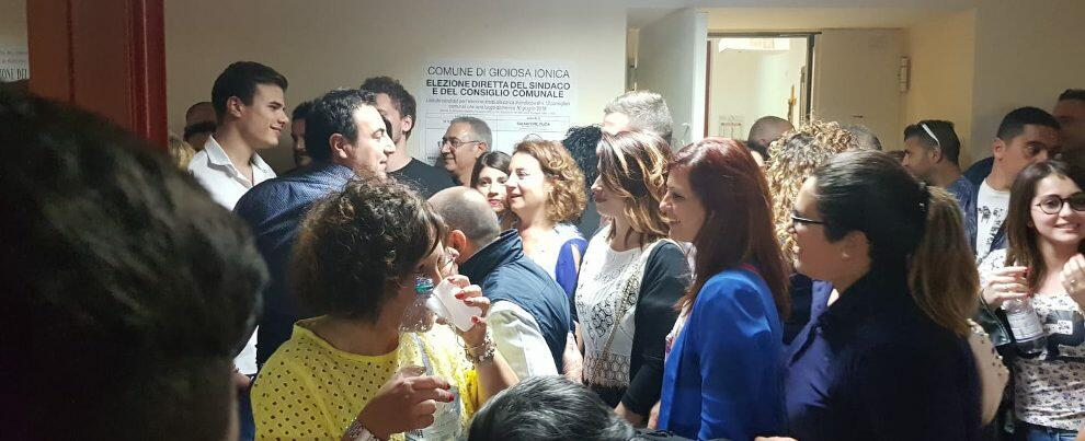 Elezioni Gioiosa, l'arrivo del Sindaco ai seggi