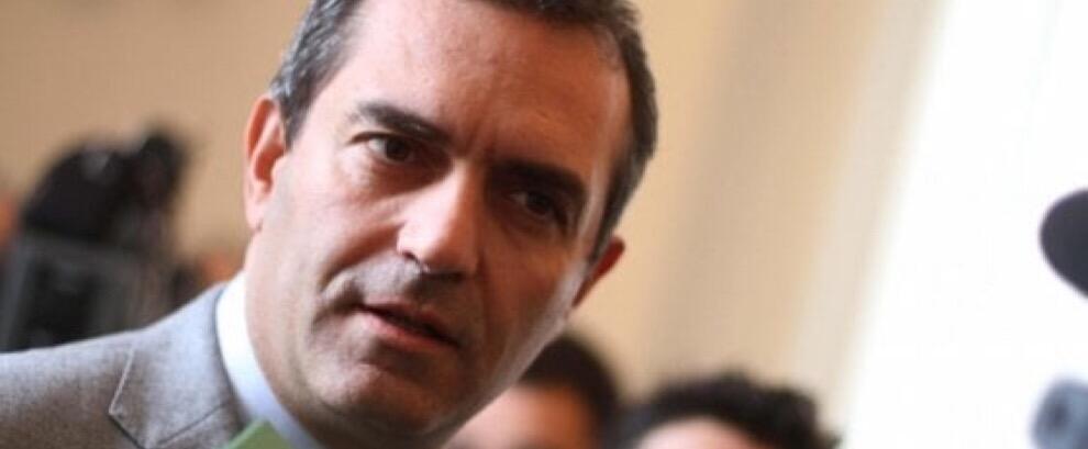 """De Magistris: """"Il porto di Napoli pronto ad accogliere i migranti"""""""