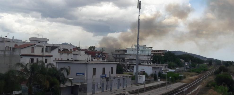 Caulonia: incendio nei pressi della fiumara Allaro