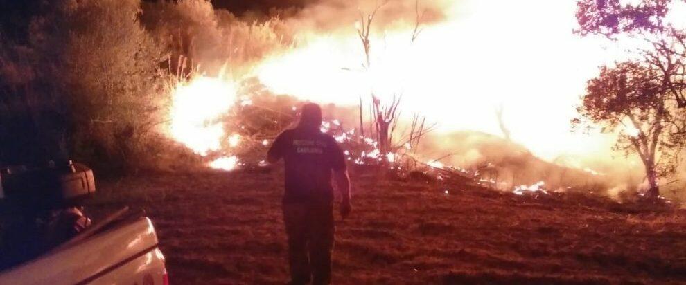 Incendio nella notte nella frazione Tarzia di Caulonia