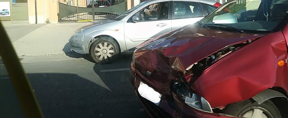 Schianto tra due auto sulla S.S. 106 a Siderno