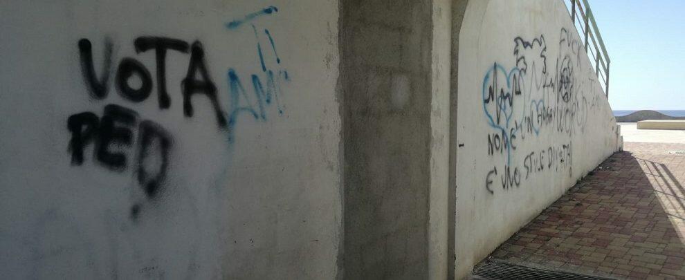 Murate le porte dei bagni sul lungomare di Caulonia